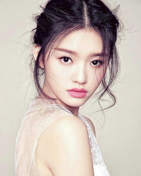 Lin Yun (Chinese Actress) ⋆ Global Granary